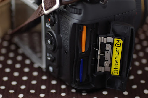 D7000 カードスロット