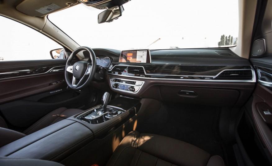 Nội thất xe BMW 730Li new model 01