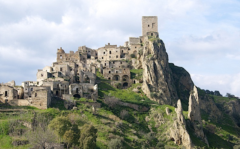 Italys Earthquake Ravaged Ghost Towns Amusing Planet