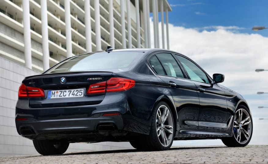 Xe BMW 520i 010