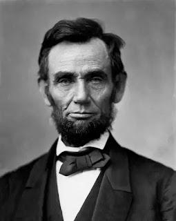 Tháng Giêng 1863, Abraham Lincoln ban bố bản Tuyên ngôn giải phóng nô lệ, tuyên bố trả tự do cho tất cả nô lệ trong những vùng nằm dưới sự kiểm soát của Liên minh miền nam. Đây là một hành động có ý nghĩa biểu trưng quan trọng, xác định mục tiêu của cuộc chiến là nhằm chấm dứt chế độ nô lệ.