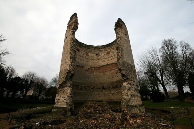 Ruined Roman Temple of Vesunna perigueux France.png