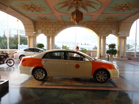 04. Taxi Muscat.JPG