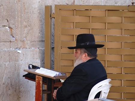 La rugaciune la Zidul Plangerii