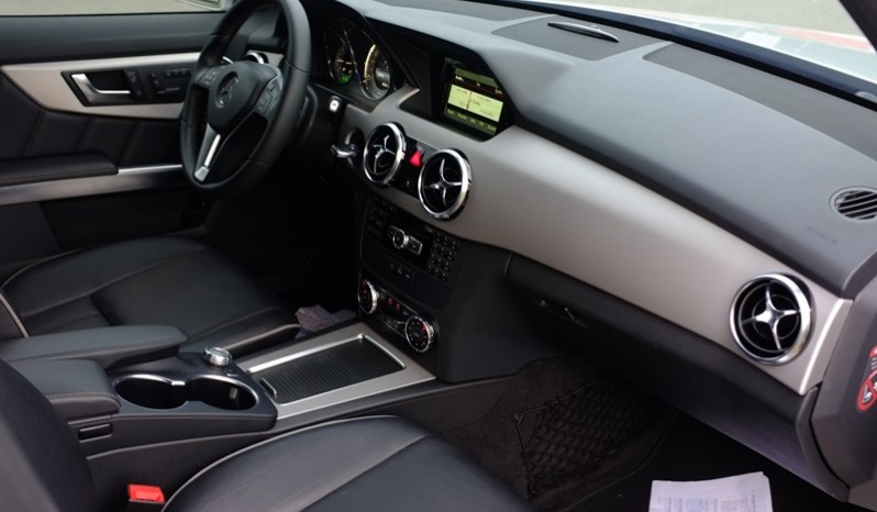 Nội thất xe Mercedes Benz GLK 220 cũ máy dầu 2014 màu bạc 02