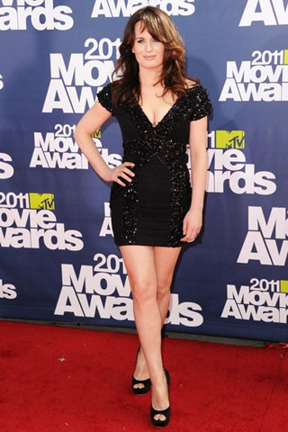Elizabeth Reaser arrives at the 2011 MTV Movie Awards