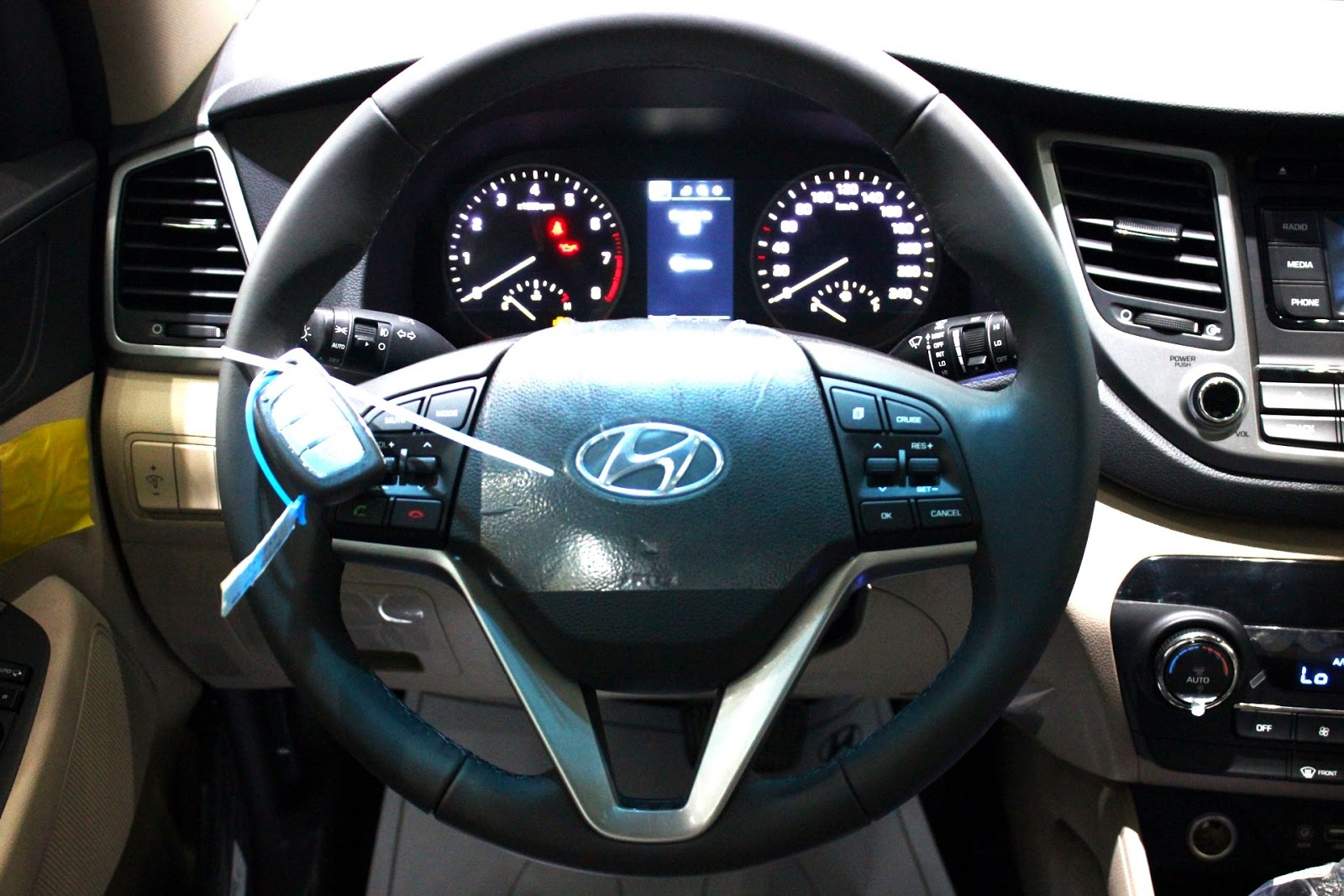 Nội thất xe Hyundai Tucson 2018 màu đỏ 04