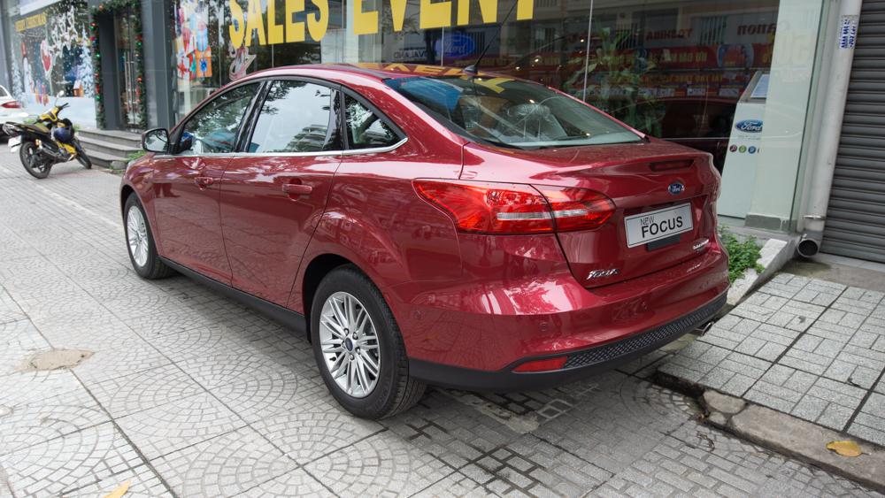 Xe Ford Focus hoàn toàn mới màu đỏ 08