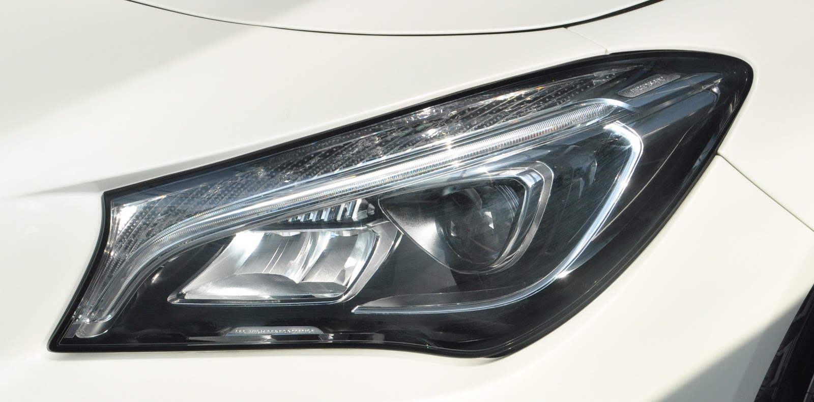 Xe Mercedes Benz CLA250 4MATIC New Model 03