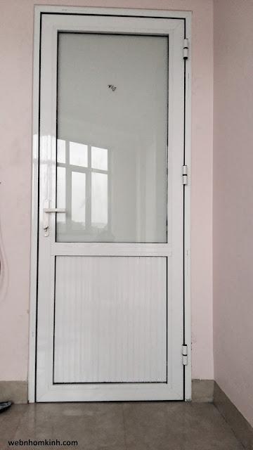 Cửa đi thông phòng nhôm Việt Pháp 450 trên kính dưới pano màu trắng sữa