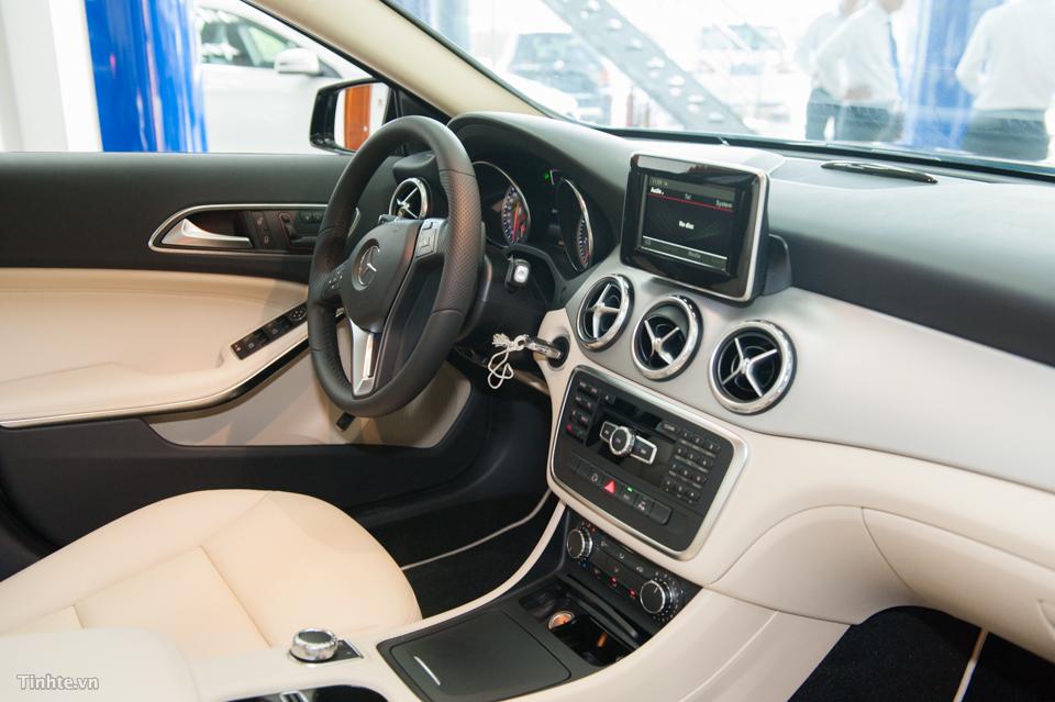 Nội thất xe Mercedes Benz GLA 200 Màu Đen 02