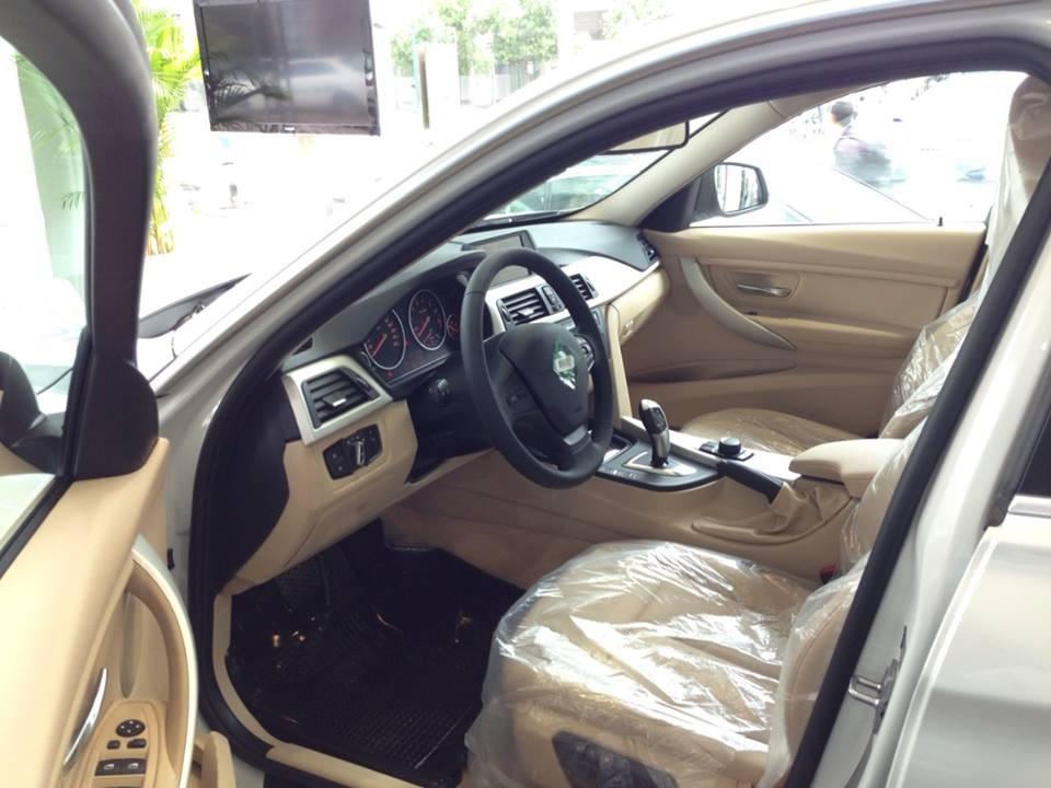 Xe BMW 320i new model màu trắng 05