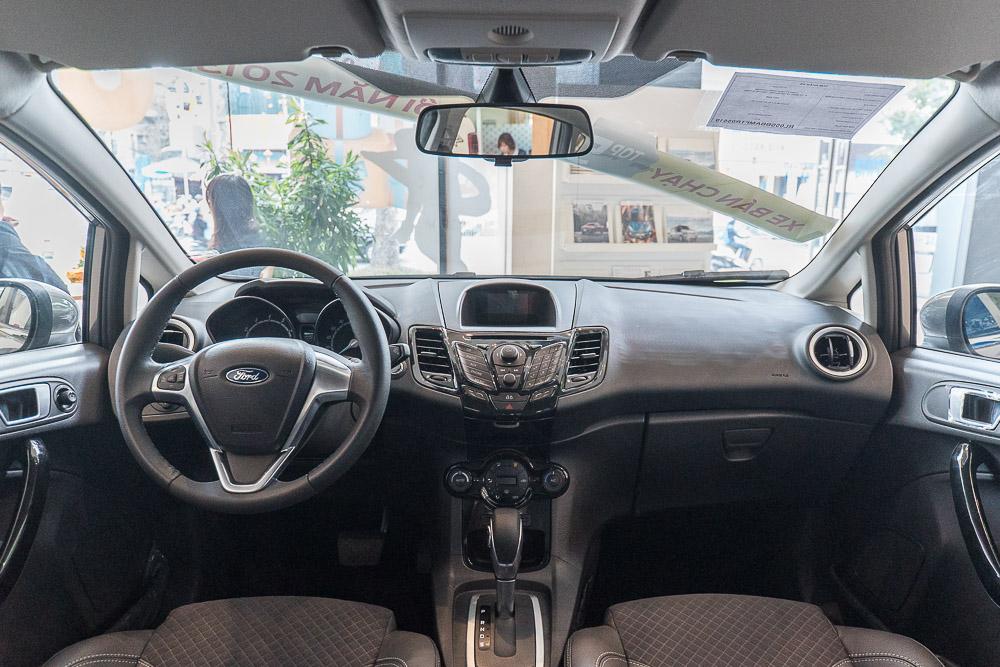 Nội thất xe ô tô Ford Fiesta 01