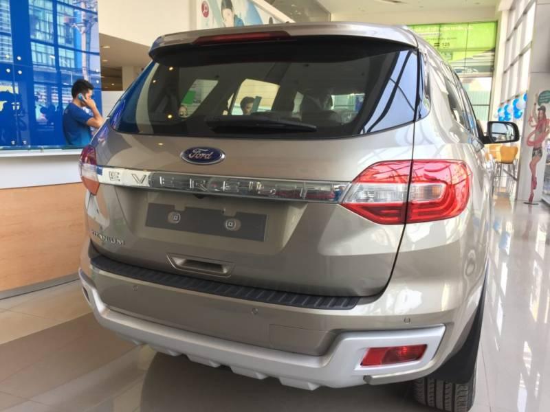 Xe Ford Everest 7 chỗ 2018 màu đen 06