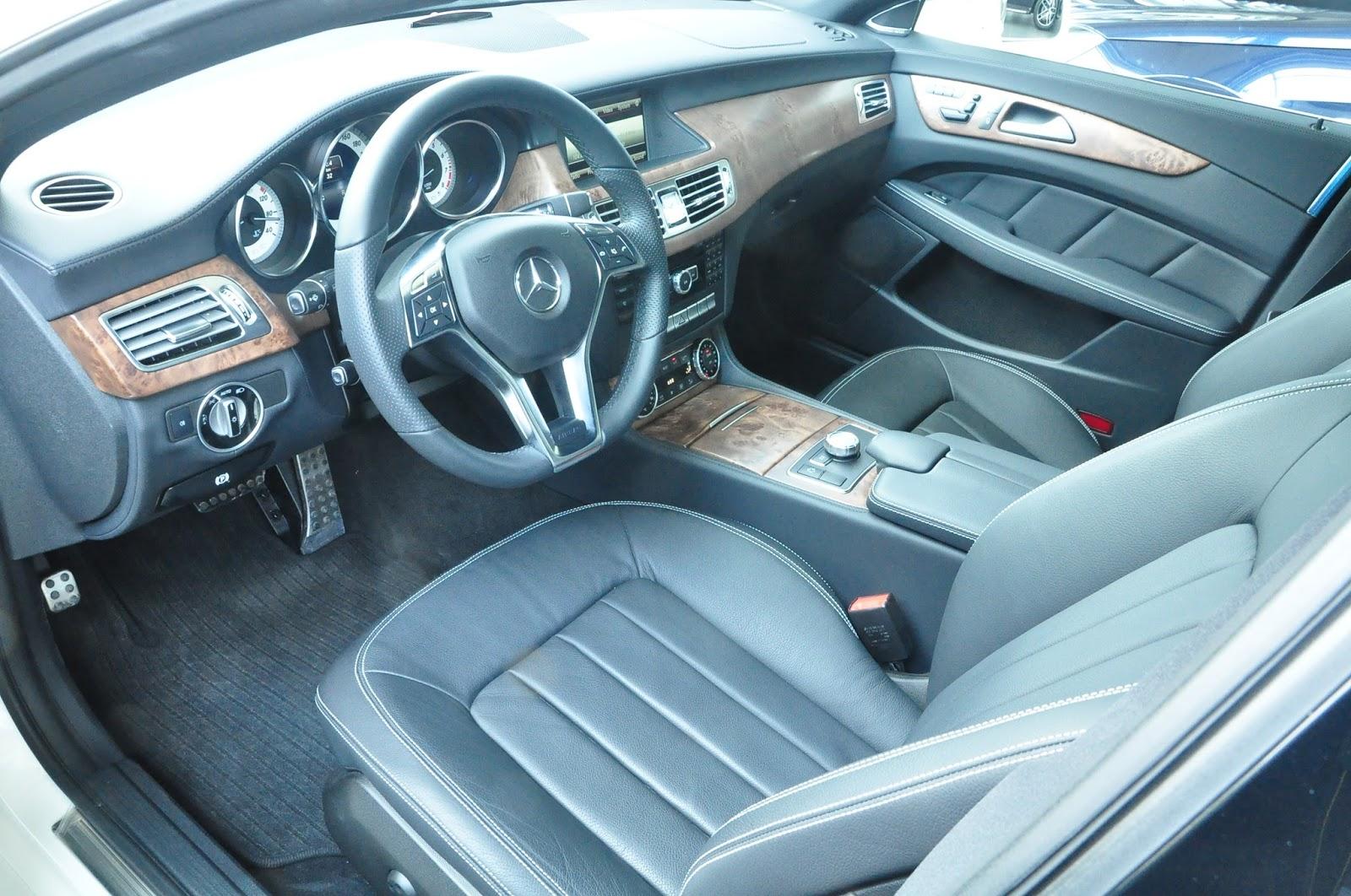 Nội thất xe Mercedes Benz CLS350 New Model màu trắng 02