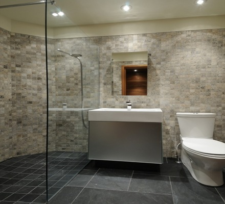 baño-revestimiento-lavabo--casa-arquitectura-sostenible-Pierre-Cabana