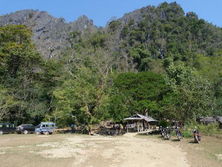 Imagini Vang Vieng: parcare la laguna