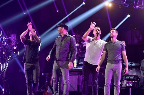 Chris Martin 2014 iHeartRadio Music Festival Q15-Fhh-uuTl