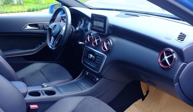Nội thất xe Mercedes cũ A250 AMG 2014 màu xanh 02