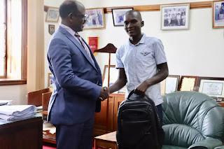 Herry gặp vị phó hiệu trưởng của MUK.