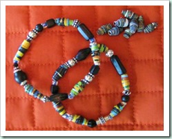 Make-a-RECYCLED-PAPER-BEAD-Bracelet