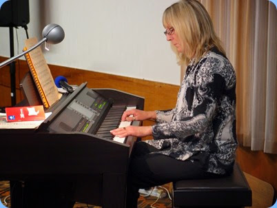 Our guest artist, professional pianist and music teacher, Louise Lamb. Louise played jazz standards from the goldern era of the 1920's and 1930's. Certainly Louise broght the best out of our top-of-the-line Clavinova CVP-509. Photo courtesy of Dennis Lyons.