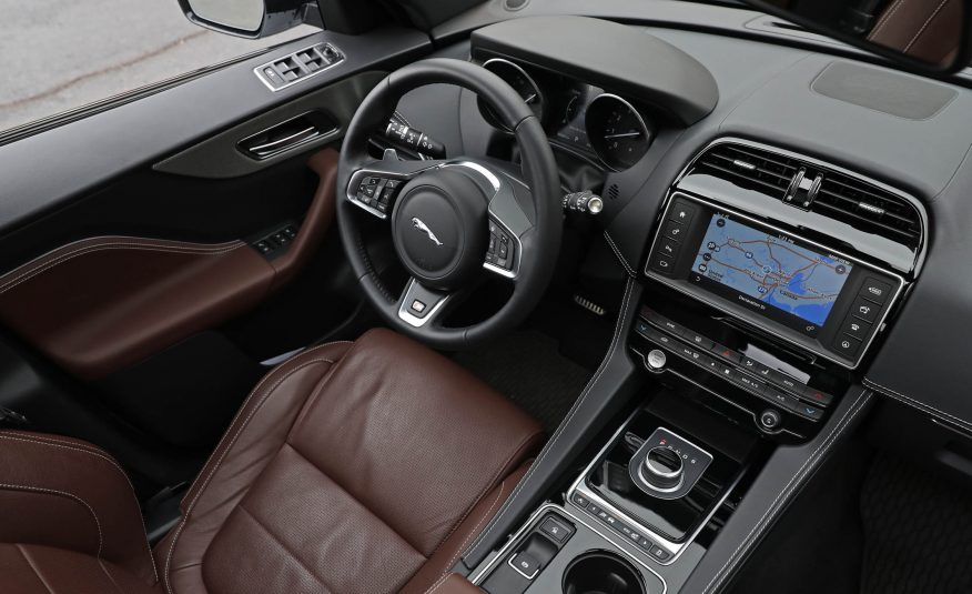 Nội thất xe Jaguar F Pace new model 02