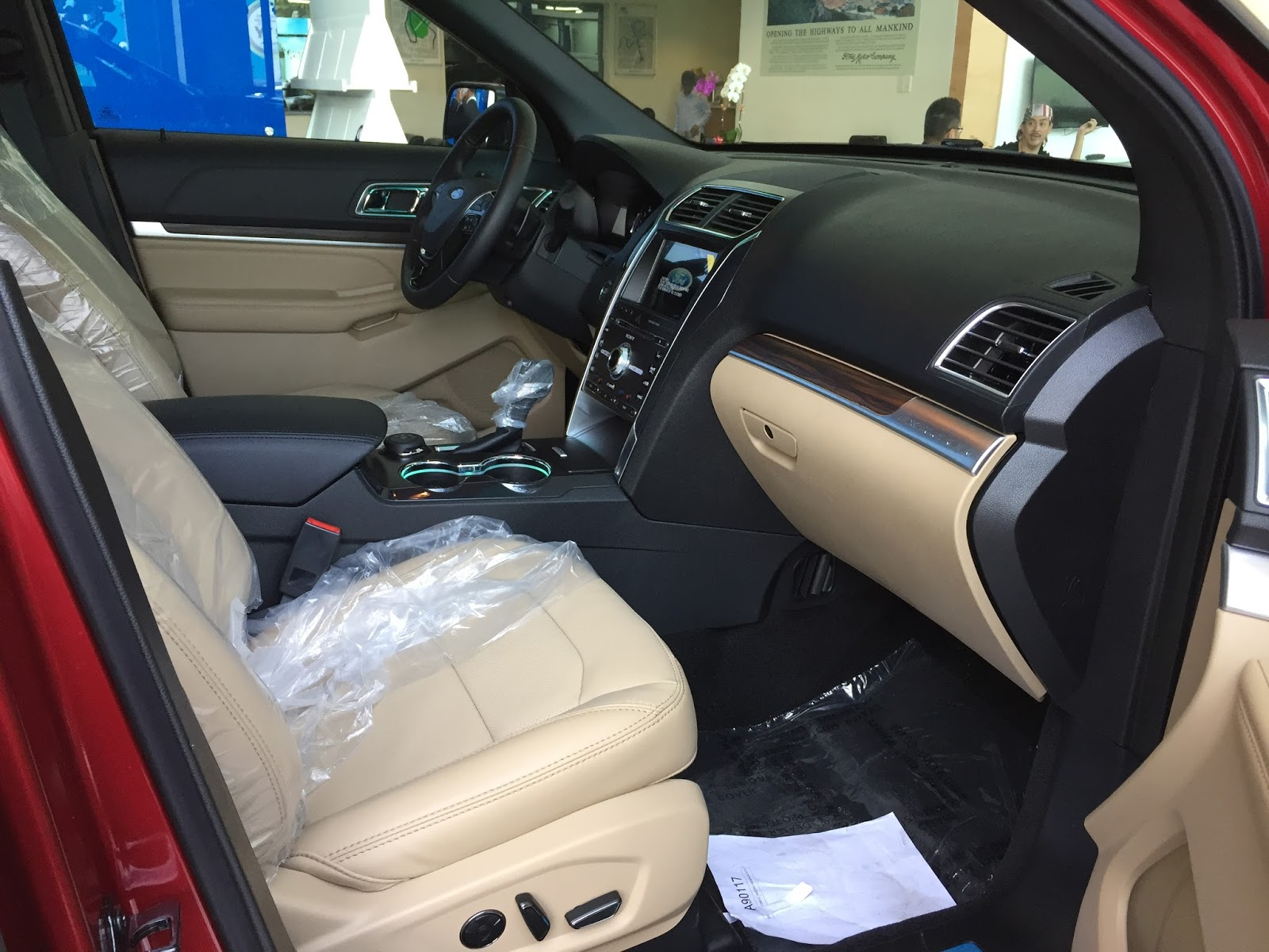 Nội thất xe Ford Explorer 2018 Màu Đỏ 02