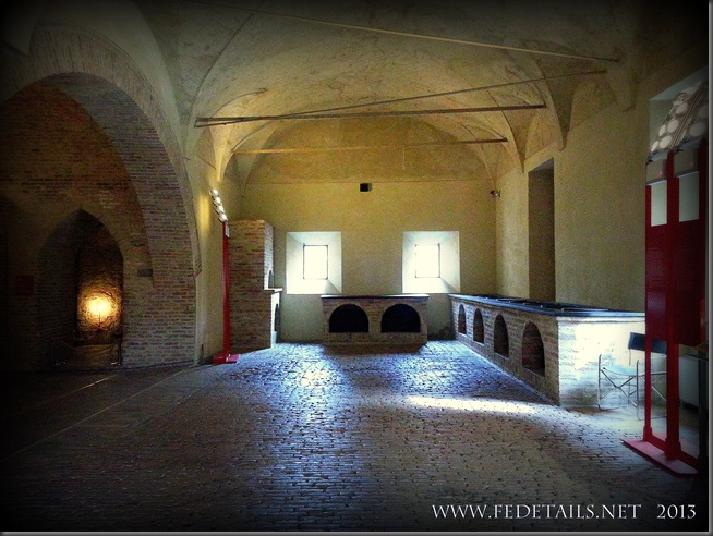 Dentro al Castello Estense - Le Cucine Ducali, foto 1, Ferrara, Emilia Romagna, Italia - Inside the Castle Estense - The Ducali Kitchens, photo 1, Ferrara, Emilia Romagna, Italy - Property and Copyrights of www.fedetails.net