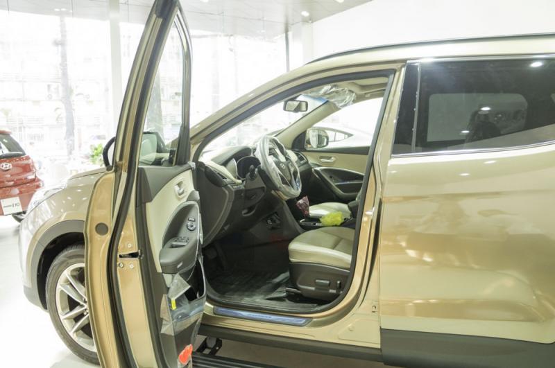Nội thất xe ô tô 7 chỗ Hyundai Santafe Màu Nâu 07