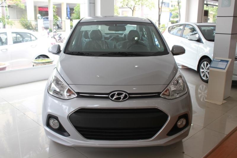 Xe Hyundai Grand i10 Sedan màu bạc 01
