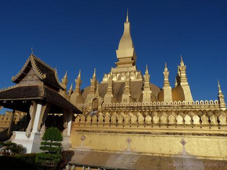 25. templu principal Vientiane.JPG