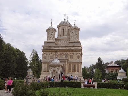 08. Manastirea Curtea de Arges.JPG