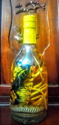 Trai rượu rắn hổ lửa ngậm bọ cạp 700 ml