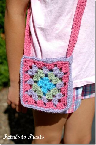 Granny Square Purse Crochet Pattern | www.petalstopicots.com | #crochet #pattern #granny #square