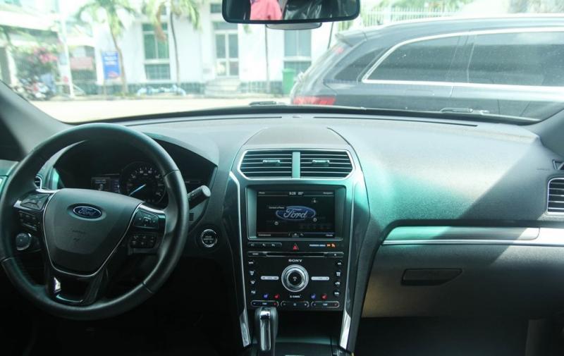 Nội thất xe Ford Explorer Limited 4WD màu xám 01
