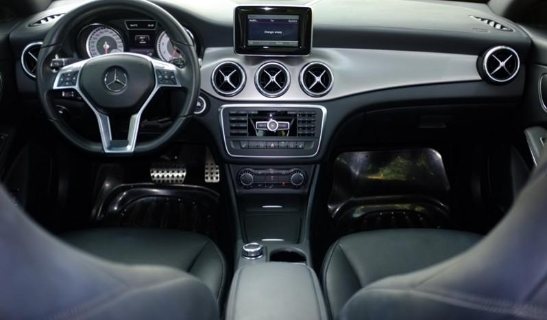 Nội thất xe Mercedes Benz CLA250 4MATIC 2014 AMG Kit màu tím 01