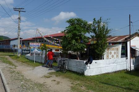 Imagini Pokhara: restaurant tibetan in sat refugiati