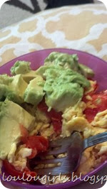 Eggs-with-avocado-and-tomatoes