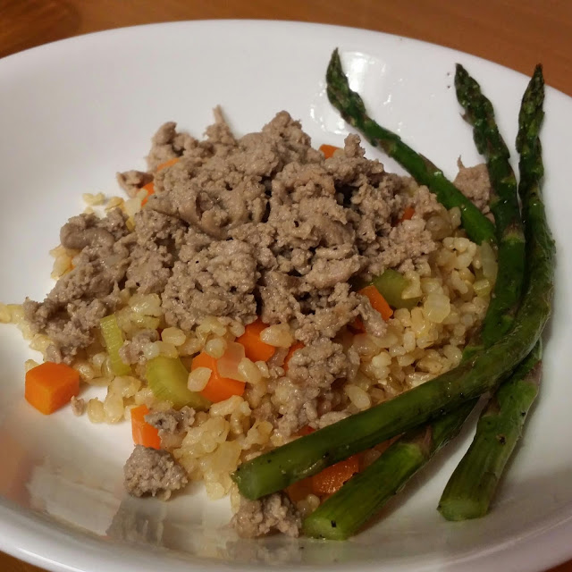 http://bloodsweatminivans.blogspot.com/2012/02/lemon-pepper-turkey-with-asparagus.html