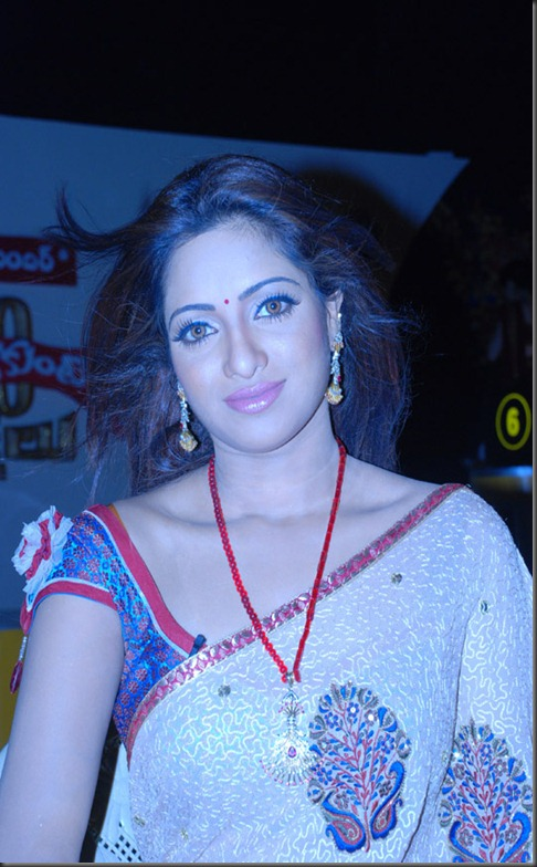 uday-bhanu-hot in saree pic