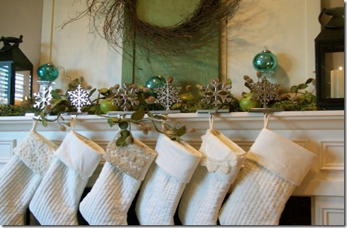 inspired-christmas-mantel-stockings-480x360 theinspiredroom.net