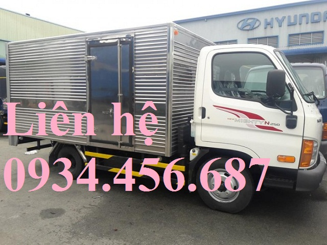Hyundai N250L thùng kín dài 4m3