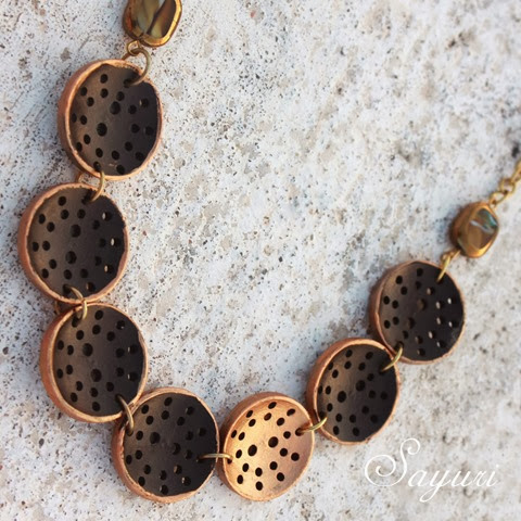 gilded woods button necklace