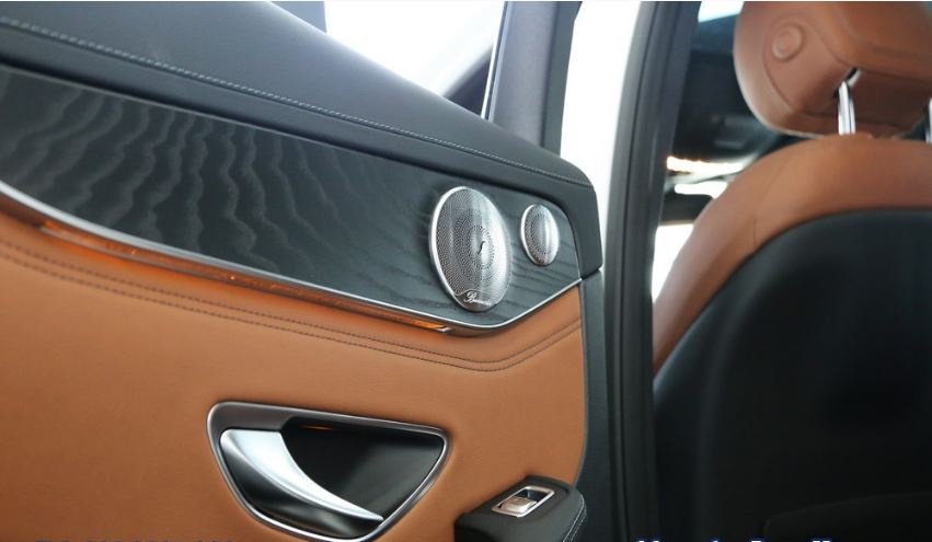 Nội thất xe Mercedes GLC 300 AMG màu đỏ 011