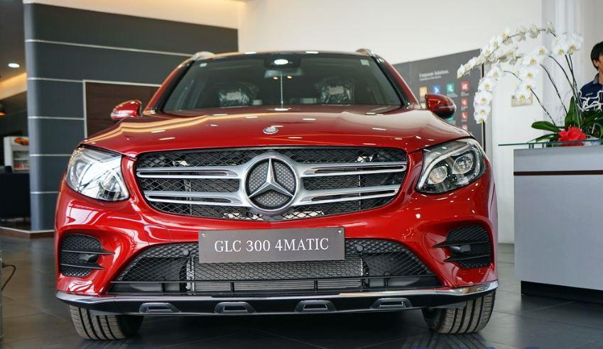 Xe Mercedes GLC 300 AMG màu đỏ 04