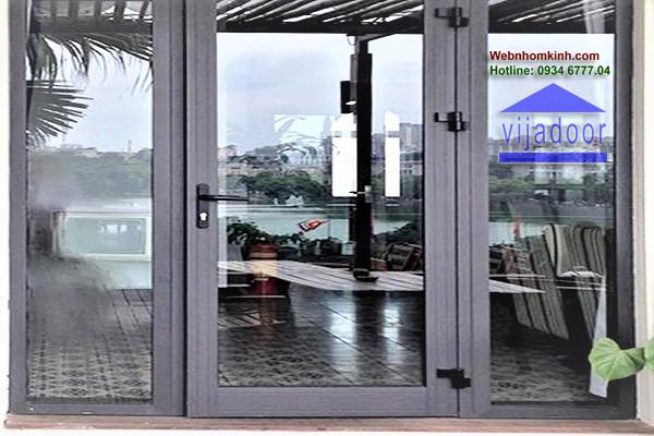 Cửa đi mở quay nhôm XIngfa, bản lề 3D, khóa đa điểm KinLong