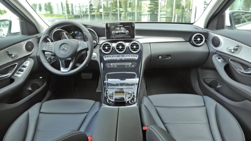 xe Mercedes Benz C200 New Model màu đỏ 010