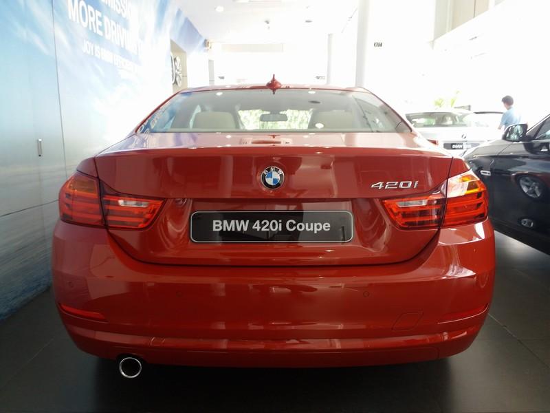 Ngoại thất xe BMW 420i Coupe màu đỏ 04