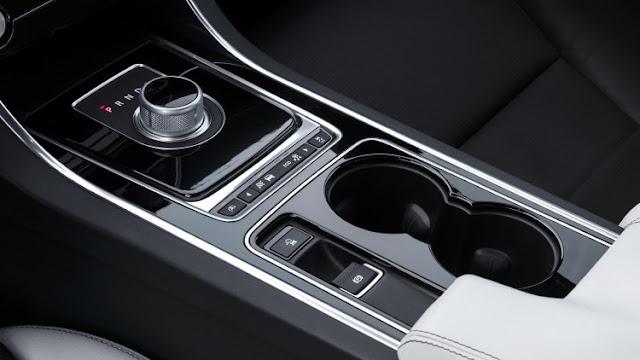 Nội thất Xe Jaguar XE phiên bản 2017-012